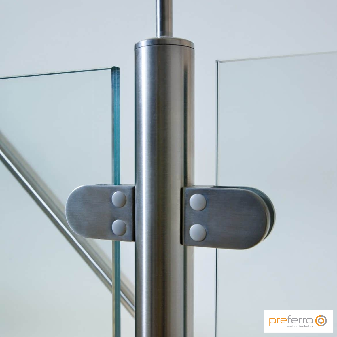 RVS balustrade met glas
