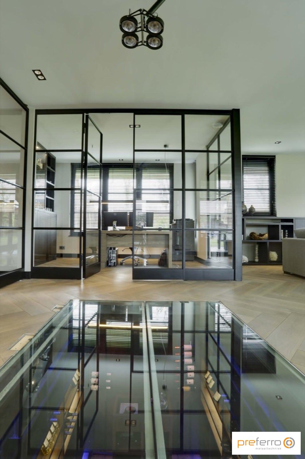 Dubbele binnendeuren met glas en stalen binnenkozijnen