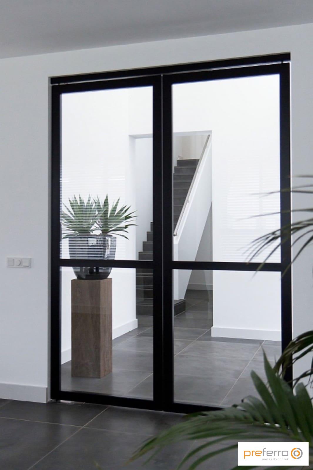 Stalen taatsdeuren met glas