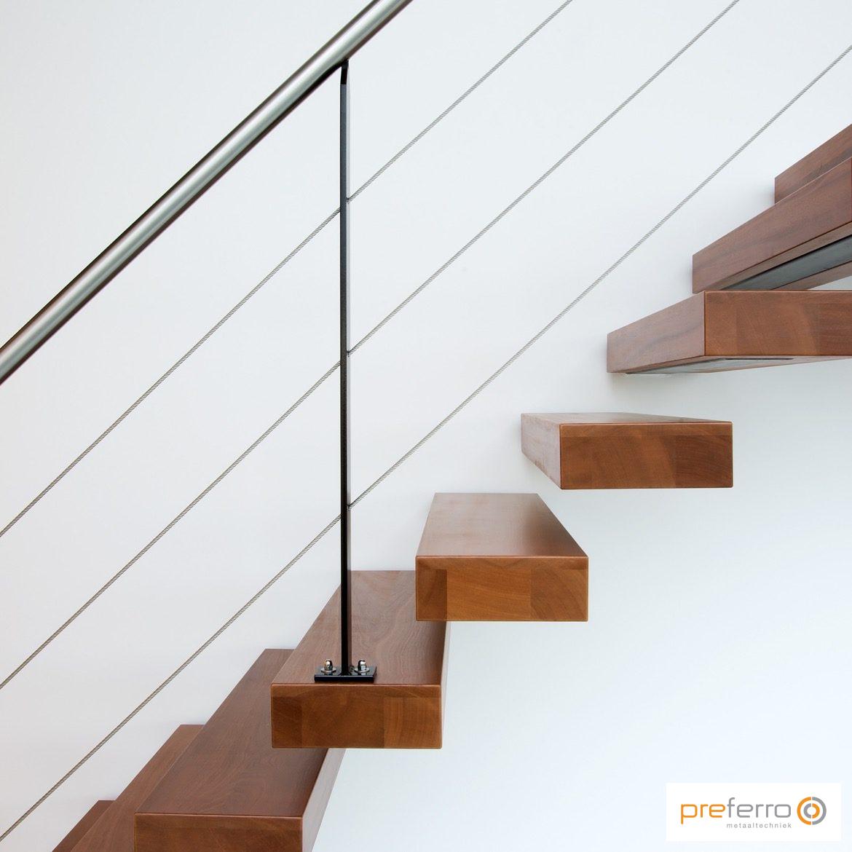 Zwevende trap met RVS leuning